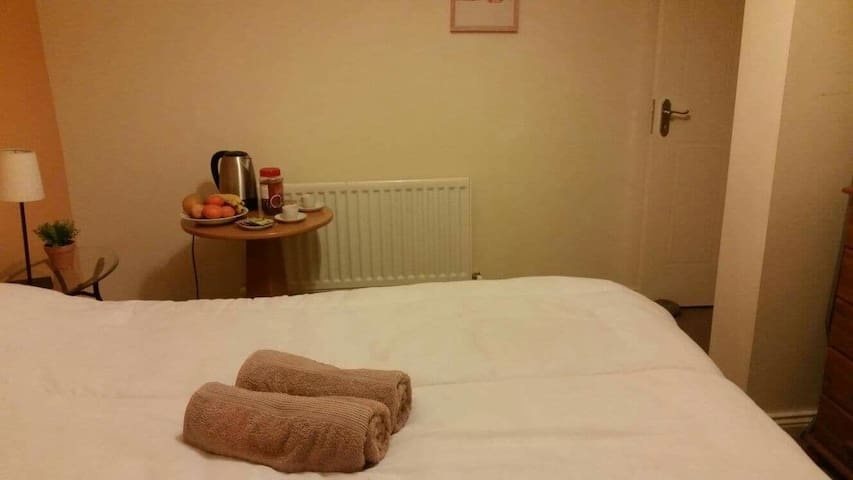 Ensuite double room for 1 or 2 persons