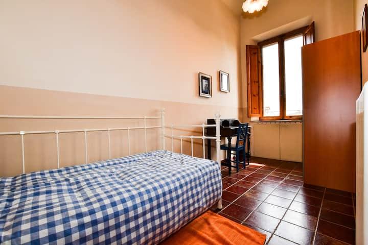 Accogliente stanza privata vicino a Porta Camollia
