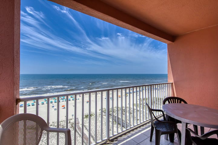 Gulf front, penthouse-level condo w/ shared pool & beach access!