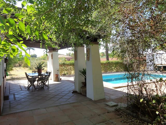 Delightful villa+ pool, 20mins Seville, 10 airport