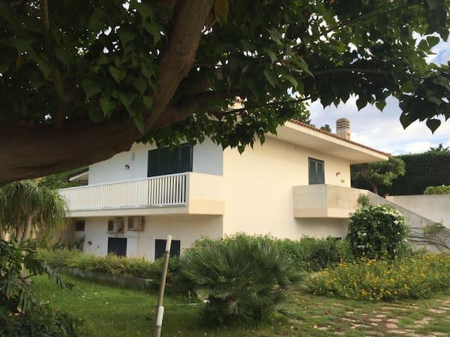 Villa Issopo, grande e graziosa villa al mare