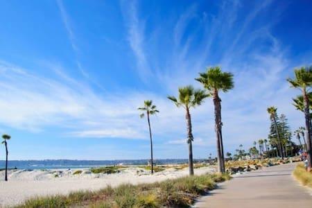 STEPS to Famous Beach, Hotel Del+Sleep 9 with AC!! - Coronado