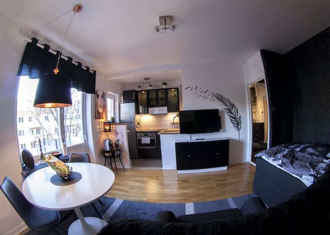 Private top apartment, Middle of Solna, 5th floor - Solna - Departamento