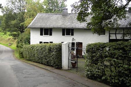 Idyllisches Bauernhaus - Hellenthal