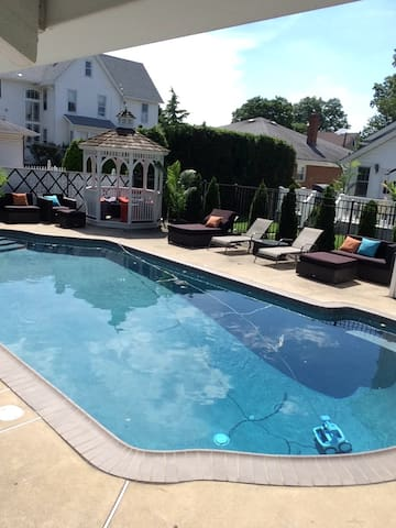 Quiet Suburb House 15 min from NYC - inground pool - Lyndhurst - Talo