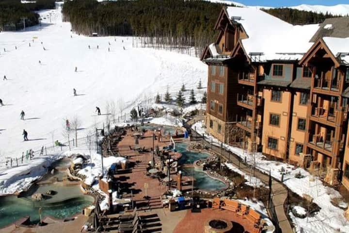 Cozy 1BR/1BA Ski-In/Out Condo w/Resort Amenities
