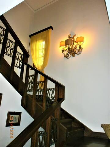 Scale d'accesso al piano camere