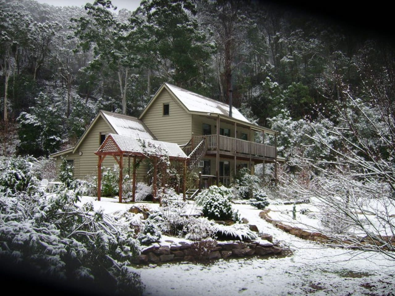 Shady Brook Alpine spa apartment in winter snow