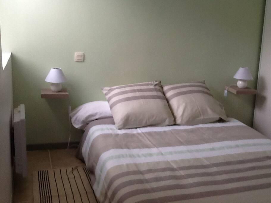 Chambre à coucher avec placards encastrés