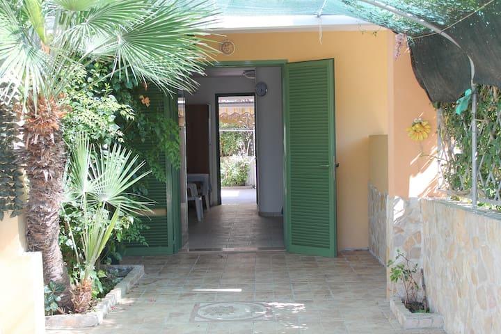 Baia Verde,villetta indipendente sul mare - Baia Verde - House