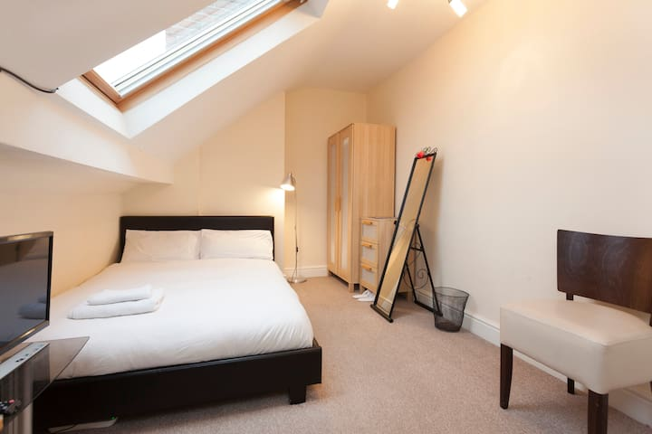 **STUNNING MODERN DOUBLE BEDROOMS*