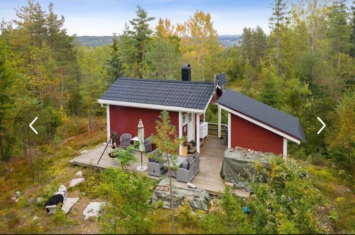 Lykkebo-det lille huset i skogen
