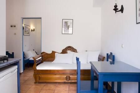 bugdet quad room - Santorini
