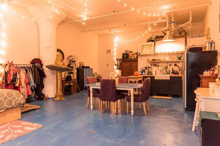 900 sq. ft. Artist Loft in the Heart of Brooklyn - Brooklyn - Loft