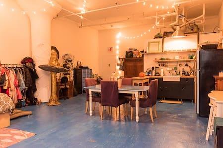 900 sq. ft. Artist Loft in the Heart of Brooklyn - Brooklyn