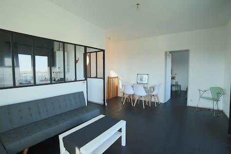 Near Bordeaux 2 bedrooms 2 bathrooms Rooftop