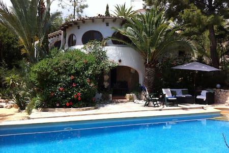 Charminng villa in front of the sea - El Campello