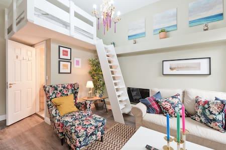 A Grnd Flr Studio Loft Bed + TV + WIFI 5min Spire