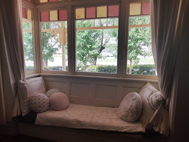 Queen Bedroom, window seat