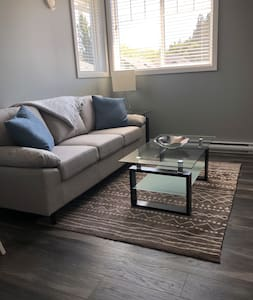 Bright, one bedroom suite close to amenities