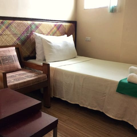 Solo and Safe - Davao City - Bed & Breakfast