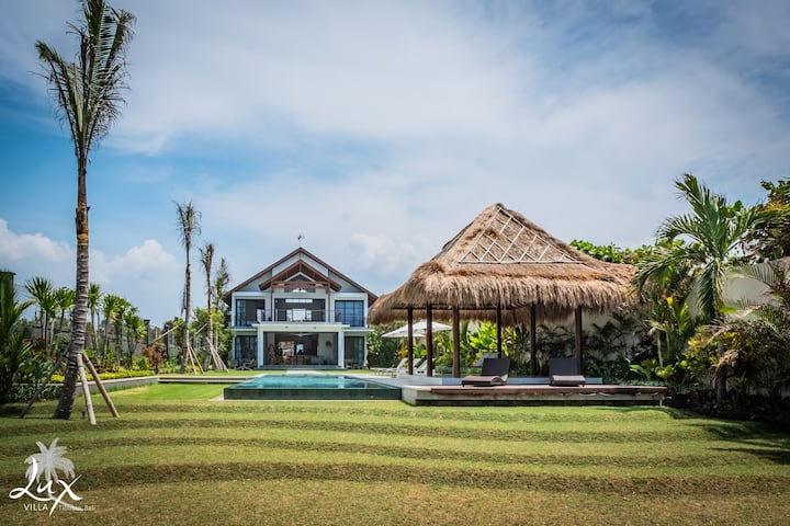 Absolute beachfront Villa Lux Tibubiu, Pasut beach