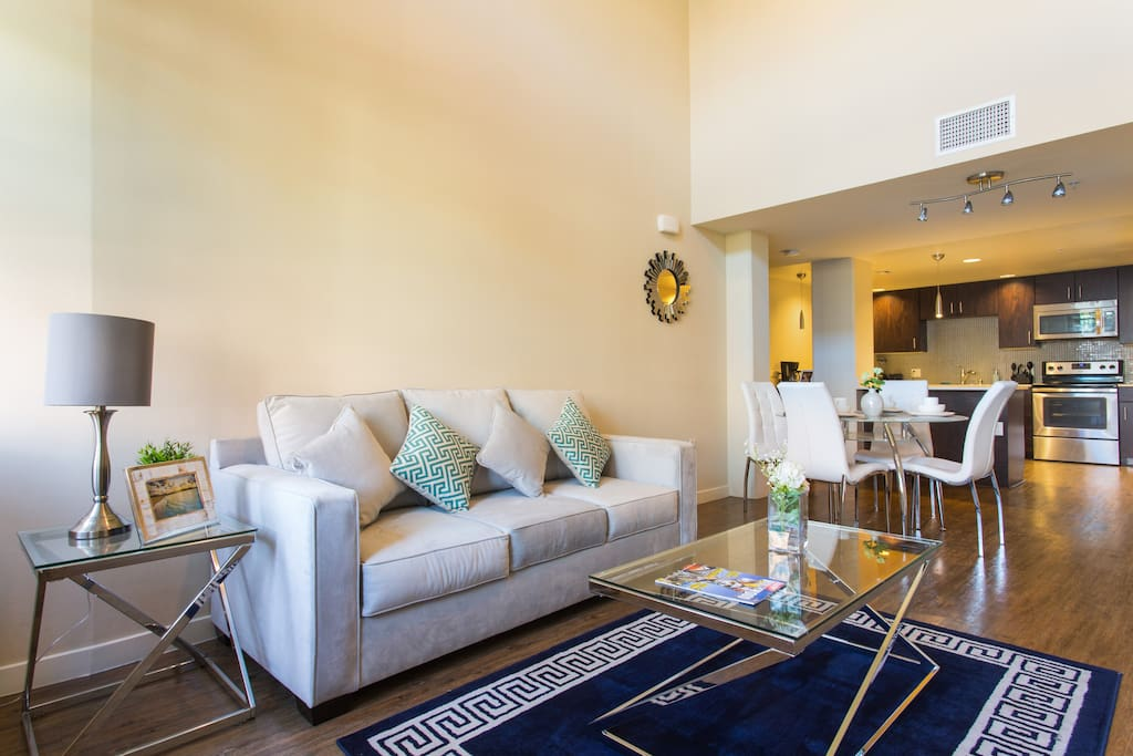 Close To The Grove 2 Bedroom Luxury Suite Condominiums For Rent In Los Angeles California