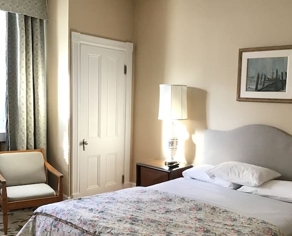 Private room in historic Old-Quebec!