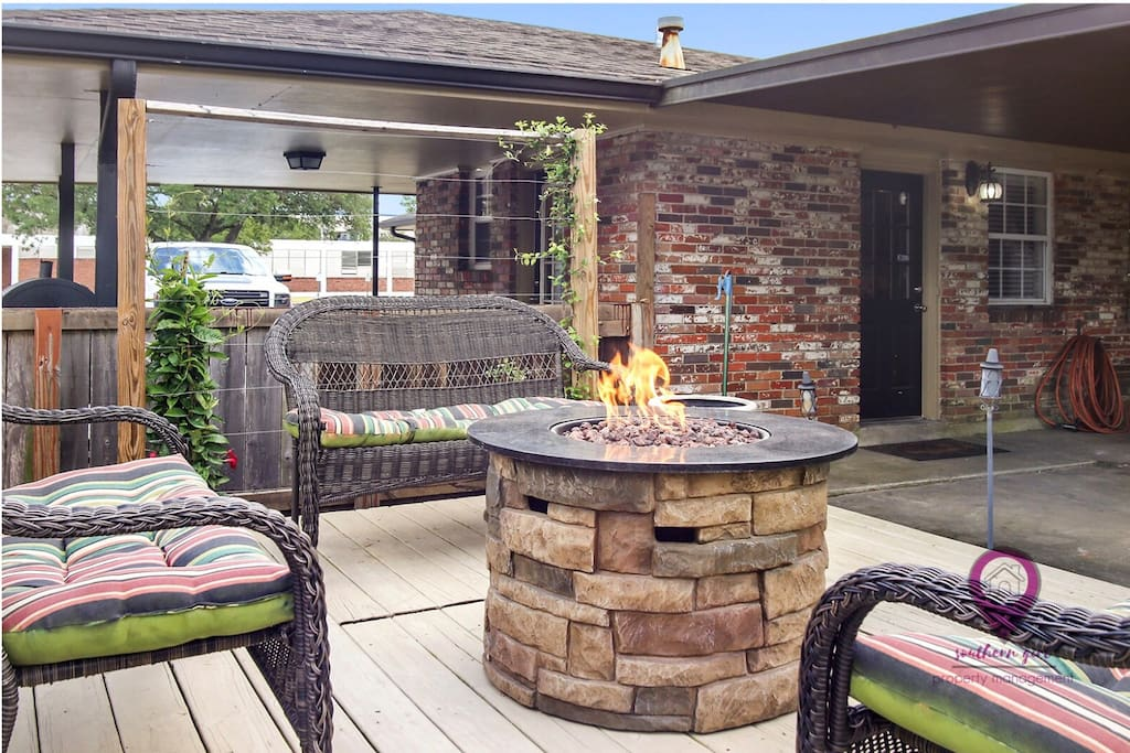 Outdoor patio great for entertaining!!