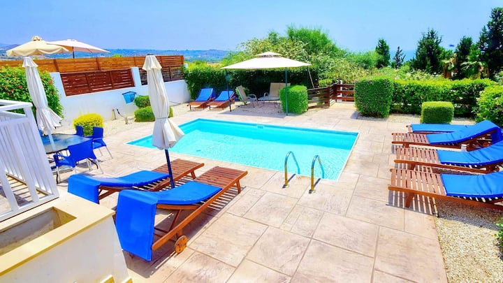 Centrally Located Villa With Private Pool & Sea Views
