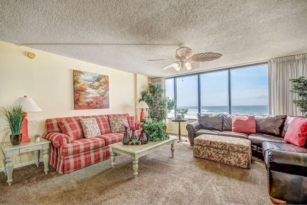 Lounge on this comfy sectional and take in that awesome view! Aaahhh!