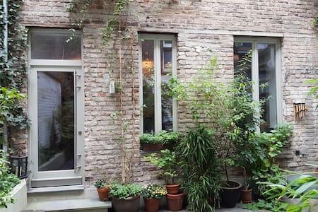 Zimmer mit eigenem Bad in ruhigem Hinterhaus - Cologne - Andre