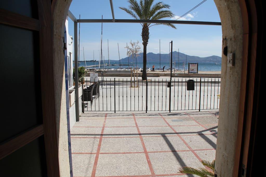 Vista desde la puerta principal