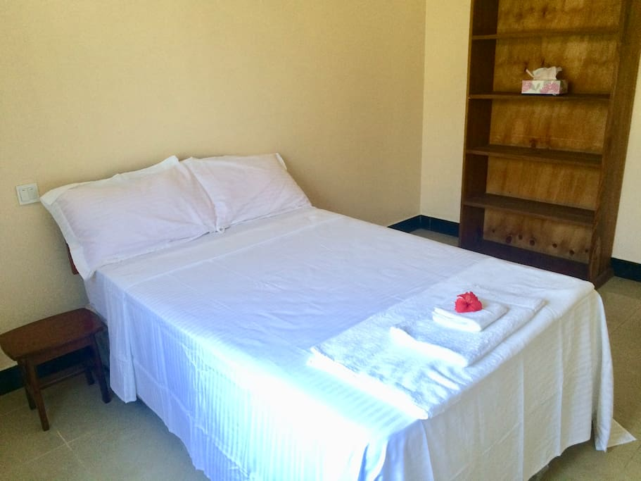 Double bed (left view)
