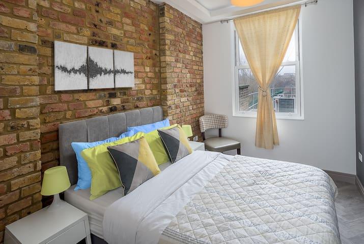 Elegant 2 bed flat in London