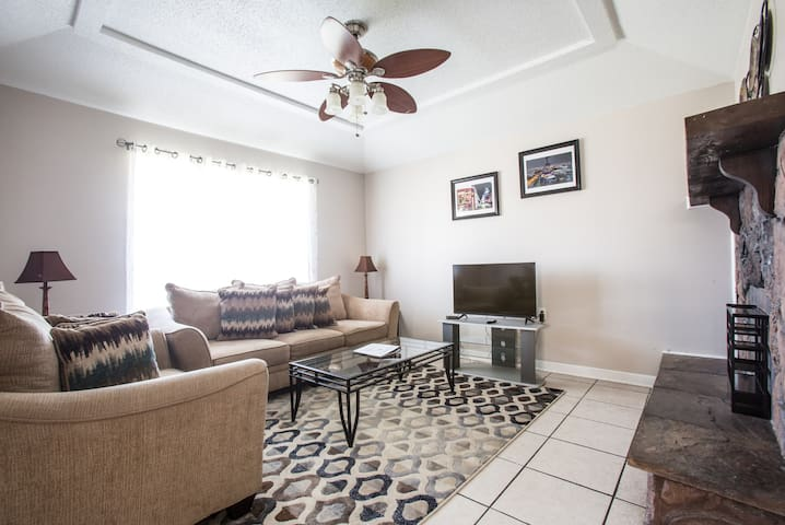 PREMIERE PAULA HOME 3.7 MILES FROM FRENCH QUARTER