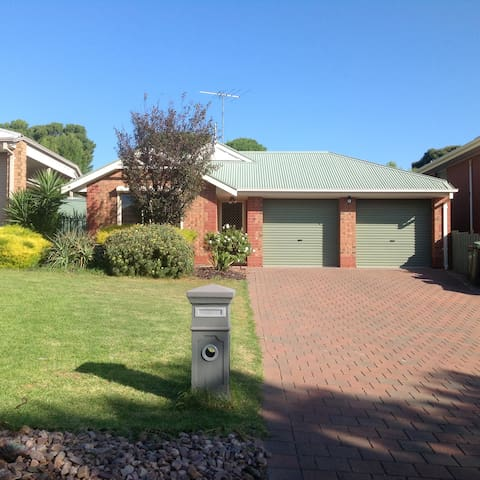 2 Bedroom House in Hallett Cove - Hallett Cove - House