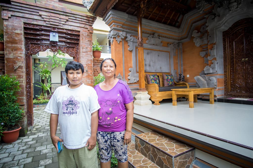 Meet Kadek and Granny Buana, they live in a Balinese home in front of the guesthouse. They are always happy to meet people (They are always smiling).