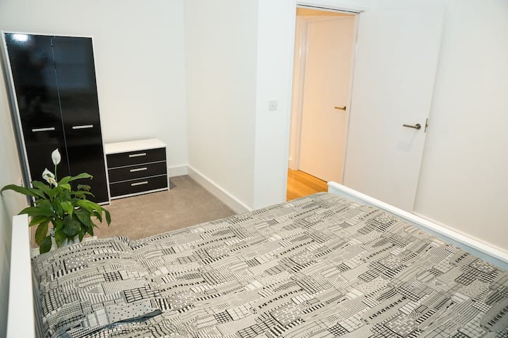 Modern, clean and spacious 1 bed apartment.