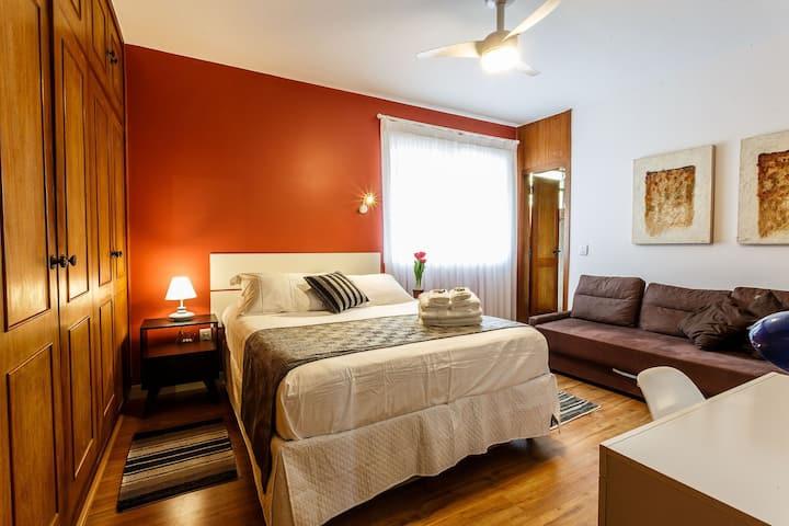 Suite Aconchegante na Praça do Por do Sol (Vermelho)