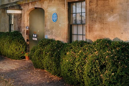 Greyhounds, finest B&B in Burford - Four Poster