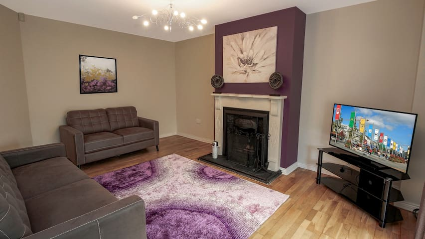 Family Friendly Quiet Home only 8 mins from the City. Sleeps 8. Private Garden. Free Parking