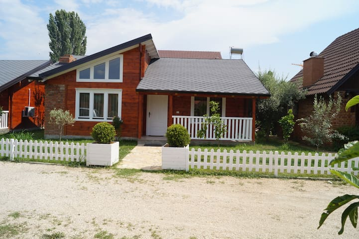 Comfortable Cottage in Ishull Lezhë