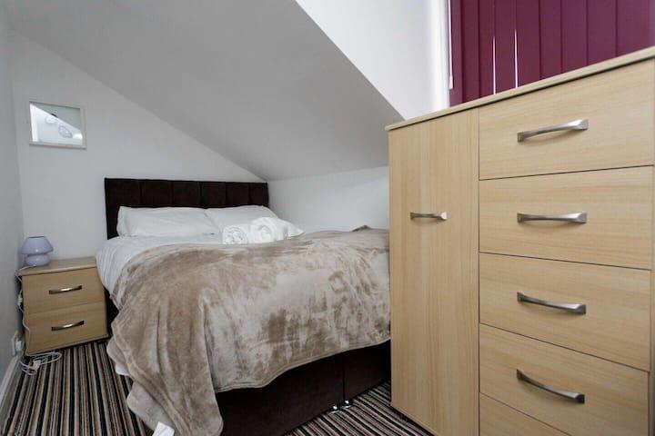 GREAT LOCATION, 3 DOUBLE BEDROOMS ALL EN-SUITE!!!