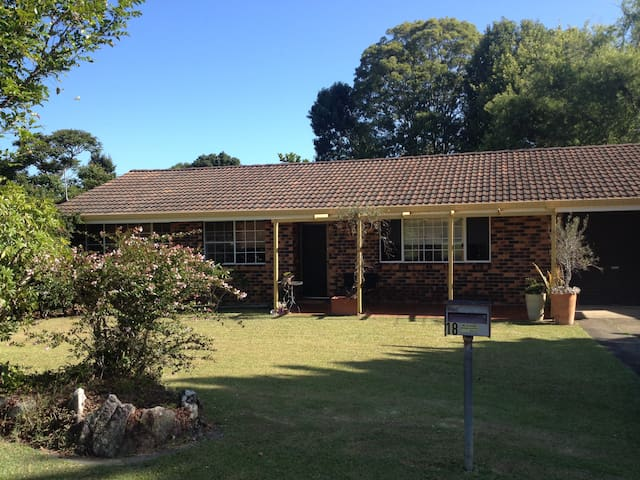 Simple, sweet and neat house - Sawtell - Casa