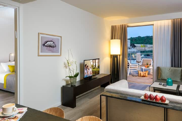 Luxury Apartment Suite With Terrace On The Marina