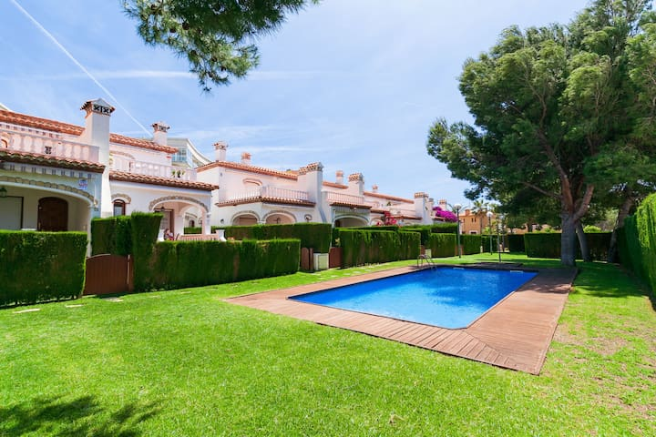 MAGNIFICENT HOUSE WITH POOL CLOSE TO BEACH CRISTAL · UHC BOSQUE II