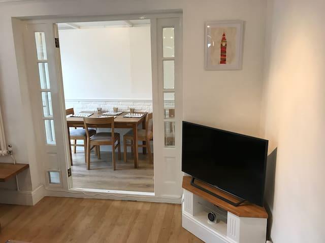 Beautiful, 1 bedroom boutique Fulham garden flat