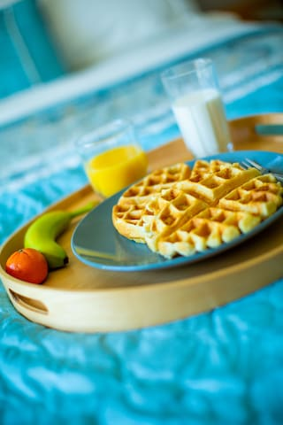 Second bedroom breakfast tray