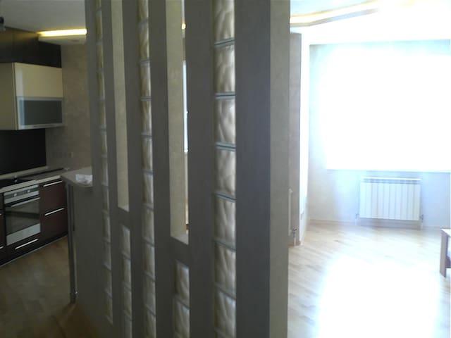 Современная квартира с отличным ремонтом - Nizhniy Tagil - Apartemen
